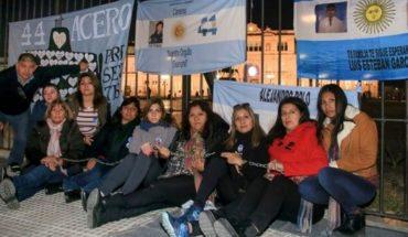 ARA San Juan: Familiares se encadenaron en Plaza de Mayo para reclamar la búsqueda