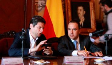 Alfonso Martínez ignora la Sesión de Cabildo por atender su celular