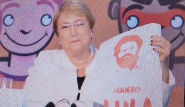 Bachelet posó con polera en apoyo a Lula en Río de Janeiro