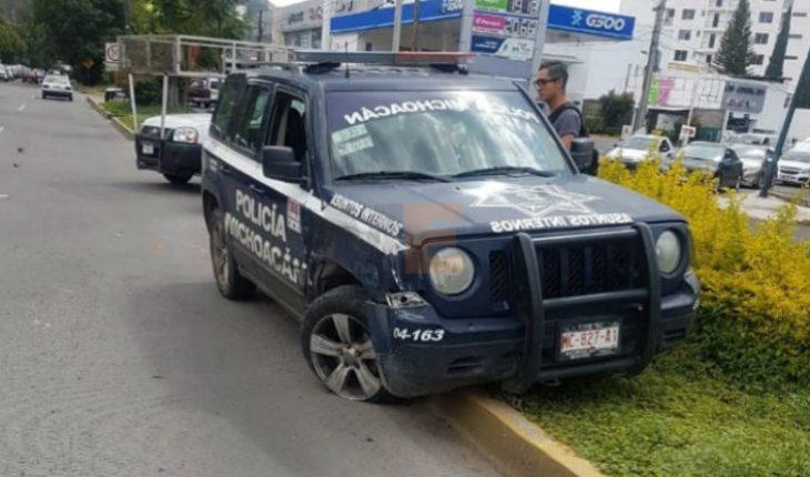 Camioneta embiste a una patrulla en Av. Camelinas en Morelia, Michoacán