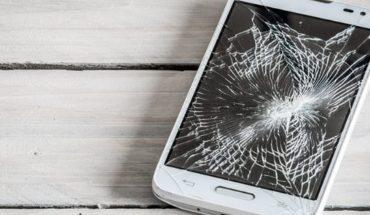 El invento que puede evitar que se rompa la pantalla de tu celular cuando se caiga al piso