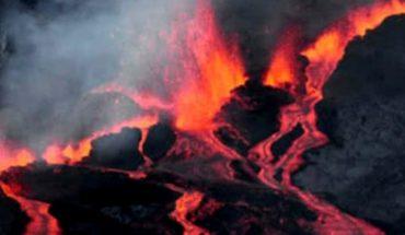 El momento exacto en el que la lava cae sobre barco en Hawái