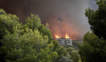 Incendios forestales dejan al menos 20 muertos en Grecia