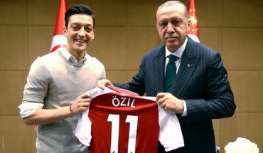 La Federación alemana rechazó las acusaciones de racismo de Özil