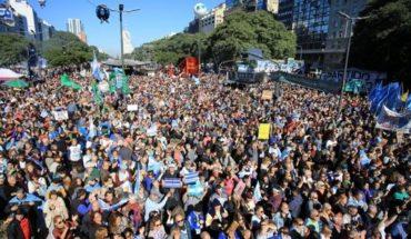 """""""La Patria no se rinde"""": nueva marcha en contra del gobierno por el acuerdo con el FMI"""