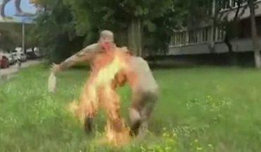 Lo echaron del ejército y se prendió fuego