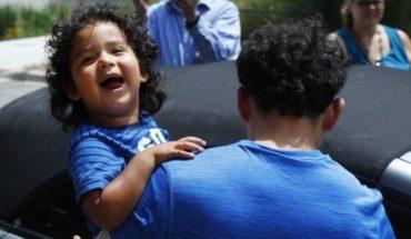 Niños migrantes se reúnen con sus padres