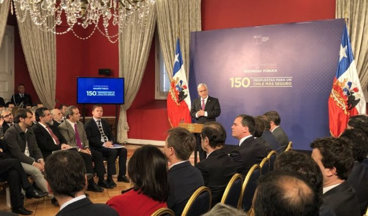 Presidente recibió 150 propuestas de la mesa de trabajo por la seguridad