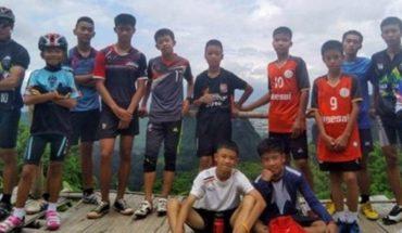 Rescatan al décimo chico de la cueva en Tailandia