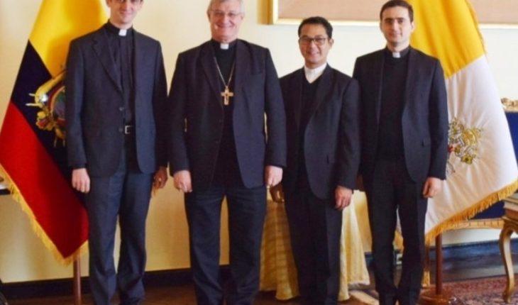 S.E. Mons. @andrescarras Coso Nuncio Apostólico d Ecuador junto al P. @PedreraJohn #ExSecretario, P. #FedericoBoni desig...