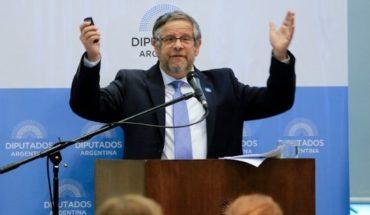 """Senadores """"provida"""" quieren impugnar la participación del ministro de Salud en el Congreso"""