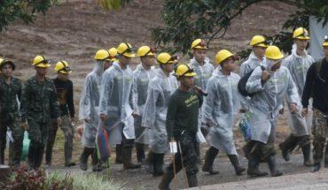 Tailandia reanuda rescate para sacar a 5 que siguen en cueva