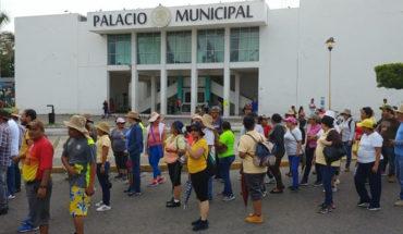Trabajadores de salud realizan marcha en Lázaro Cárdenas, exigen contrato colectivo