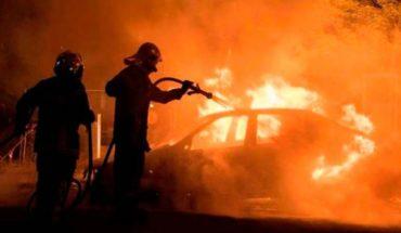 Tras permitirles conducir, incendian el auto de una mujer