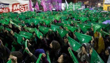 """Un senador en contra del aborto sobre su hija de 13 años: """"Le llevé un pañuelo verde de regalo"""""""