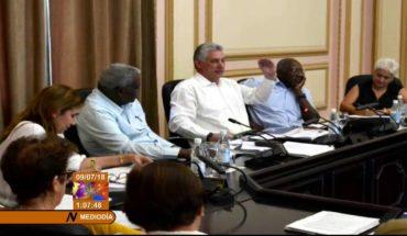 Díaz-Canel intercambia con presidentes del Poder Popular