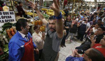Ópera improvisada sorprende en mercados en México