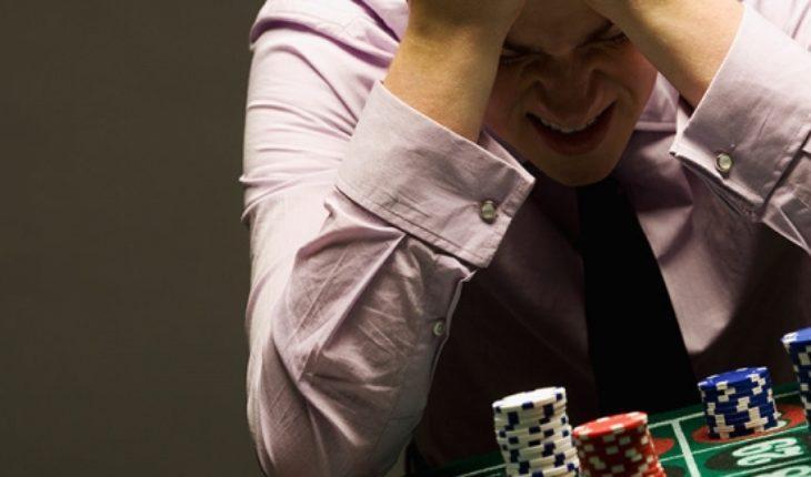"""""""Saquémosle el máximo provecho"""": UDI propone que la ludopatía sea una causal de divorcio"""