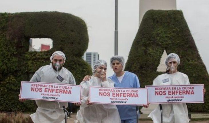 Activistas de Greenpeace rodearon el obelisco