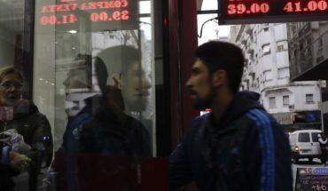 Argentina: peso cae en medio de creciente desconfianza