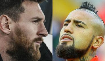 """Así fue el """"cara a cara"""" de Vidal con Messi en el primer entrenamiento del chileno en el Barcelona"""
