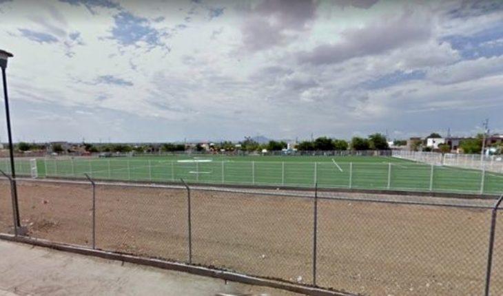 Asesinan a una mujer y abandonan su cuerpo en campo de futbol de Sinaloa