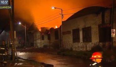 Brutal incendio en una fábrica papelera de Avellaneda