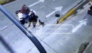 """Cámaras de seguridad captaron a delincuentes que asaltaban bajo la modalidad """"piraña"""""""