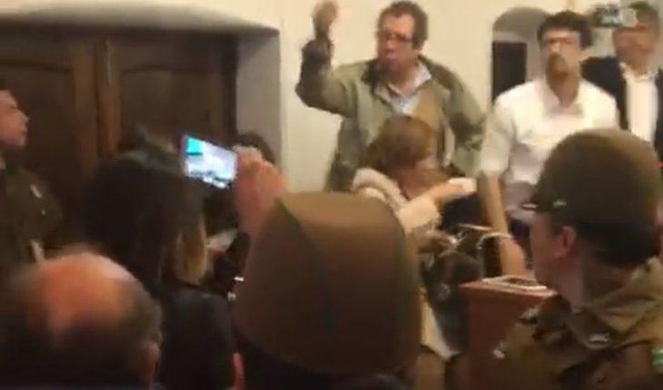 Cathy Barriga y Erto Pantoja se enfrentaron en el concejo municipal de Maipú