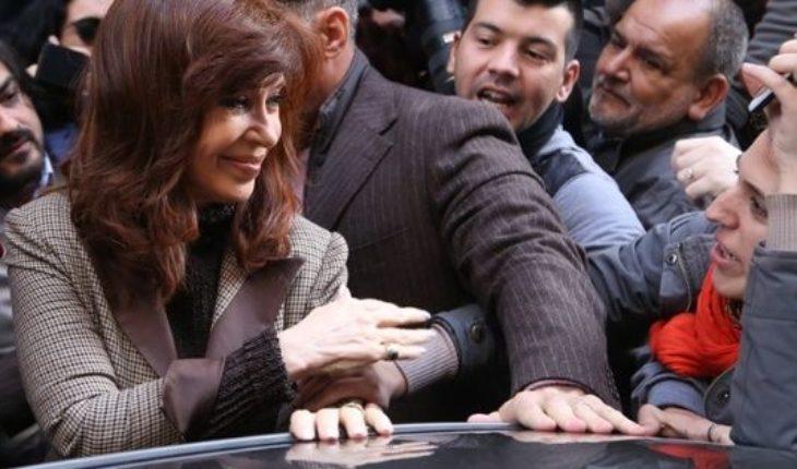 Coimas: Cristina Kirchner se presentó en Comodoro Py y entregó un escrito