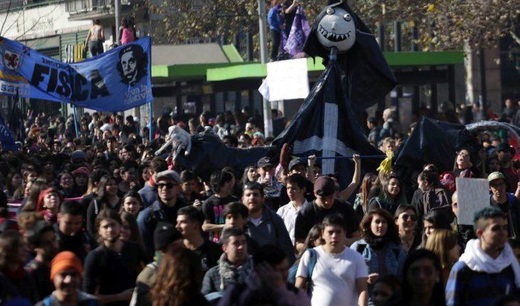 Convocan a marcha contra el Estatuto Laboral Juvenil para este jueves en Santiago