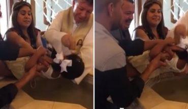"""""""Dejenme"""", una niña insultó a un sacerdote durante su bautismo"""