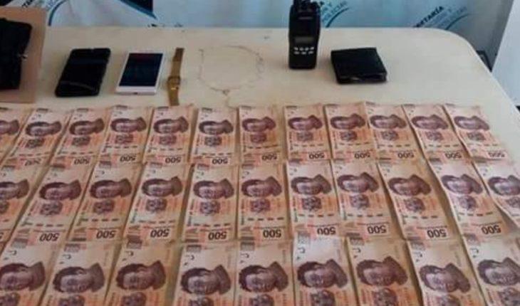 Detienen a hombre con arma y 40 mil pesos en el pantalón