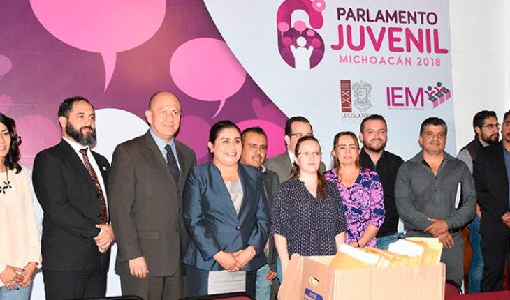 Diputados del Congreso de Michoacán seleccionan a integrantes del 6° Parlamento Juvenil