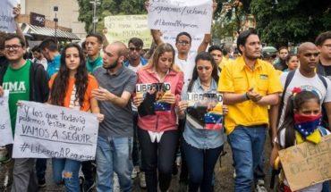 El dolor de una madre al despedir a su última hija de Venezuela