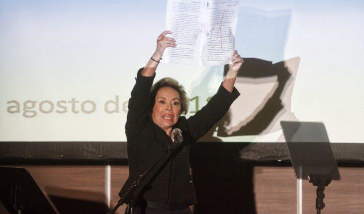 Elba Esther acusa persecución política y critica reforma educativa