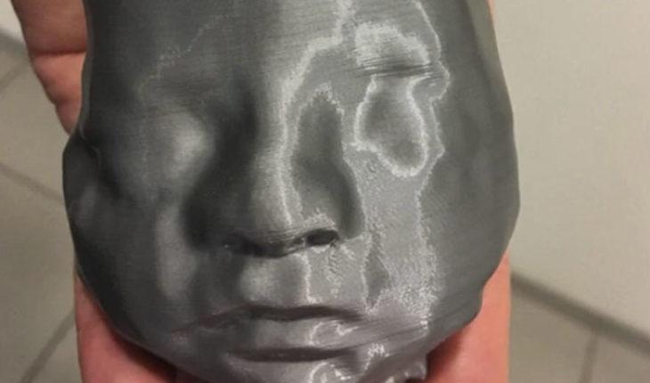 """En Argentina, doctores imprimen en 3D rostro de bebé de 29 semanas para que padres ciegos lo puedan """"ver"""""""