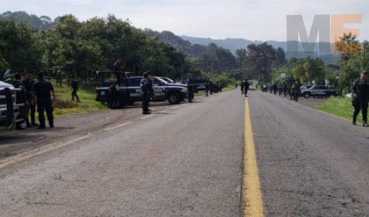 En Villa Madero, Michoacán, detienen a dos hombres en vehículo sin placas; les hallan una pistola
