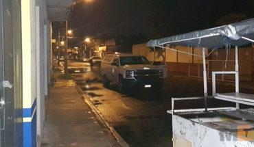 En Zamora, Michoacán, abandonan cadáver encobijado frente a primaria