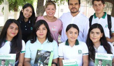 """Entrega Cobaes 18 """"Guías Didácticas"""" a los jóvenes estudiantes"""