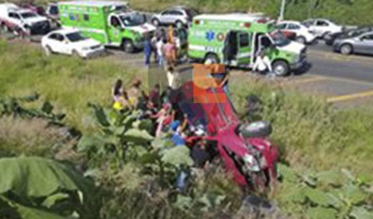 Familia sufre aparatoso accidente vial en el Libramiento Norte de Zamora, Michoacán