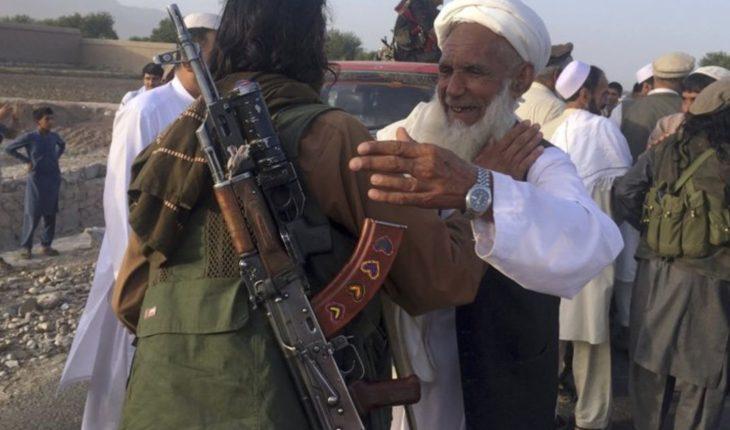 Funcionarios afganos: talibanes toman más de 100 rehenes
