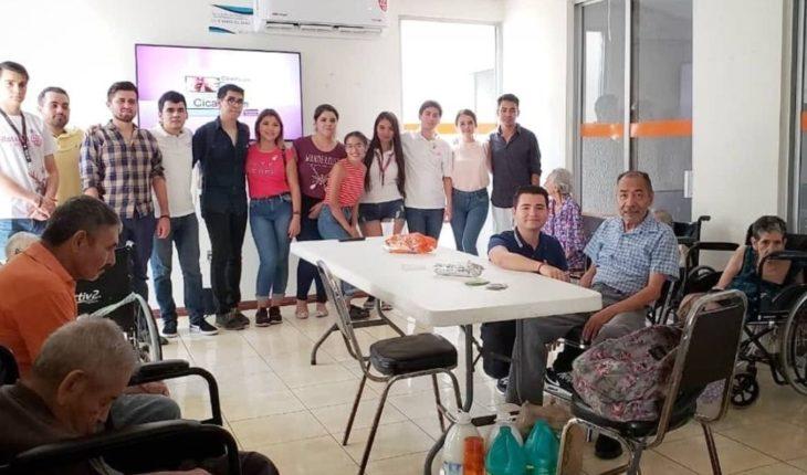 """Jóvenes de Rotaract visitan a adultos mayores de """"En Acción Sólo Por Amor IAP"""""""
