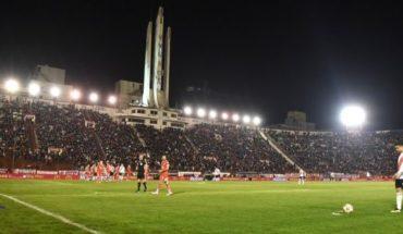 La Superliga multó a Huracán por el pésimo estado de la cancha ante River