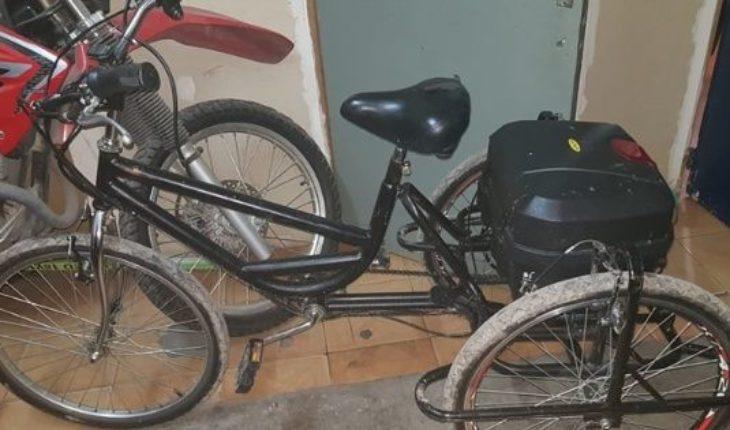 Le robaron una bicicleta adaptada y la Policía la recuperó: hay dos detenidos