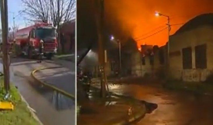 Luego de 15 horas, los bomberos controlaron el voraz incendio en una papelera en Gerli