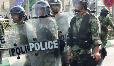 Manifestantes atacan escuela religiosa en Irán