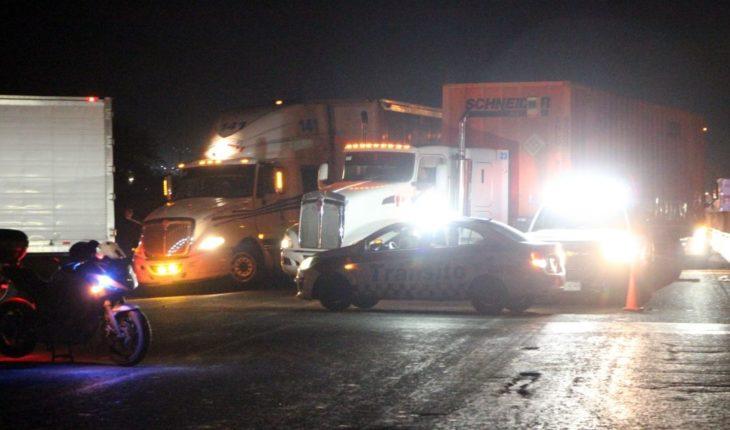Muere motociclista tras ser embestido por tractocamión en Escobedo