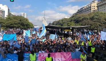 """Organizaciones """"pro vida"""" se manifiestan en el Obelisco en contra del aborto"""