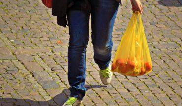 Querétaro prohíbe la entrega de bolsas de plástico